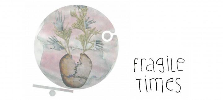 """Einladungskarte zur Ausstellung """"Fragile Times"""