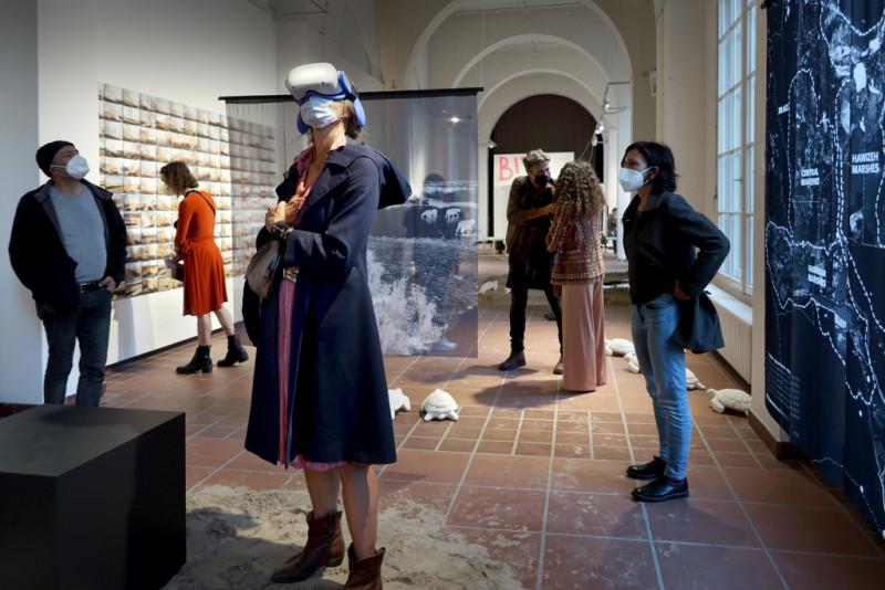 Eröffnungsabend der Ausstellung Sandsturm